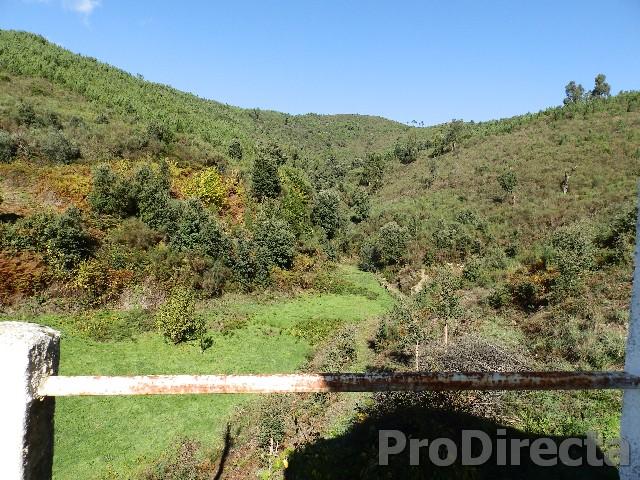 farmhouse with over 5 hectares near the Sta. Luzia dam