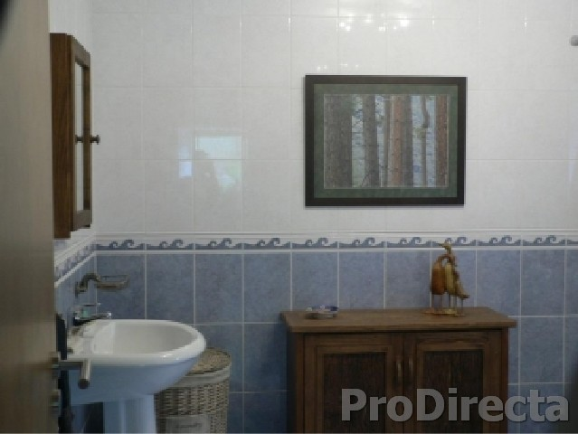 Second bathroom - with shower and bidet